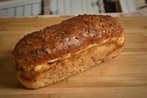 Chleb pszenno-żytni słonecznikowy