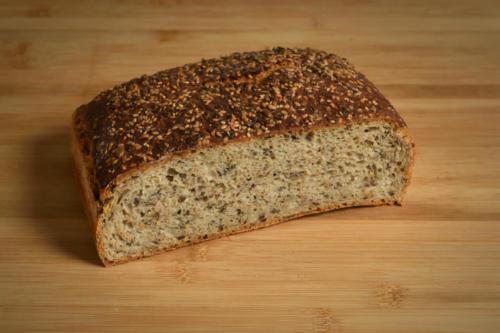 Chleb firmowy z ziarnami