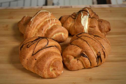 Croissanty z białą lub mleczną czekoladą