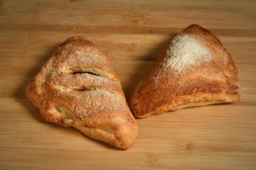 Drożdżówki półfrancuskie z jabłkiem lub serem